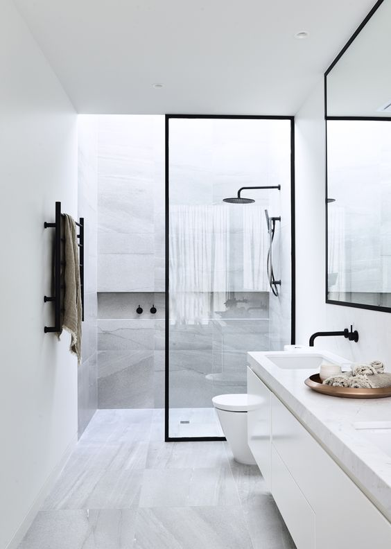 breathtaking all white bathroom | 21 Awesome Bathroom Wall Decor (That Inspire You a Lot)