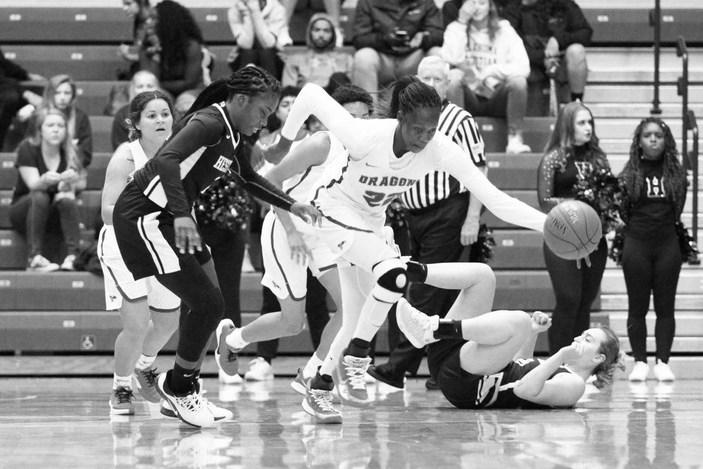 Roundup: Men's basketball makes a comeback