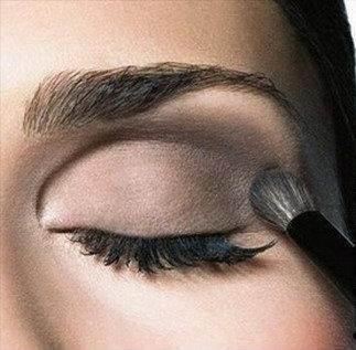 Покоряйте-сердца-мужчин-с-макияжем-Смоки-айс-Smoky-eyes-3