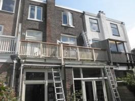 Plaatsing van het nieuwe balkonhek