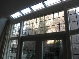 De nieuwe ramen van binnenuit gezien