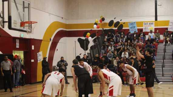 Boys' basketball defeats Workman 72-31