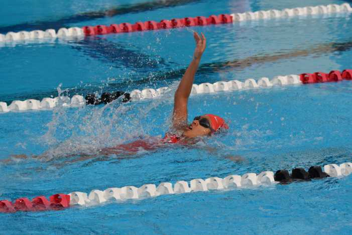 Swimming starts season with home victory
