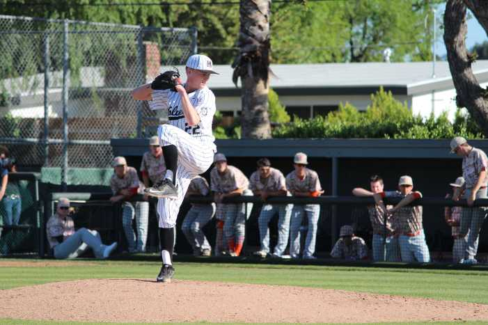 Boys' baseball defeats Chaminade in game 2 of series