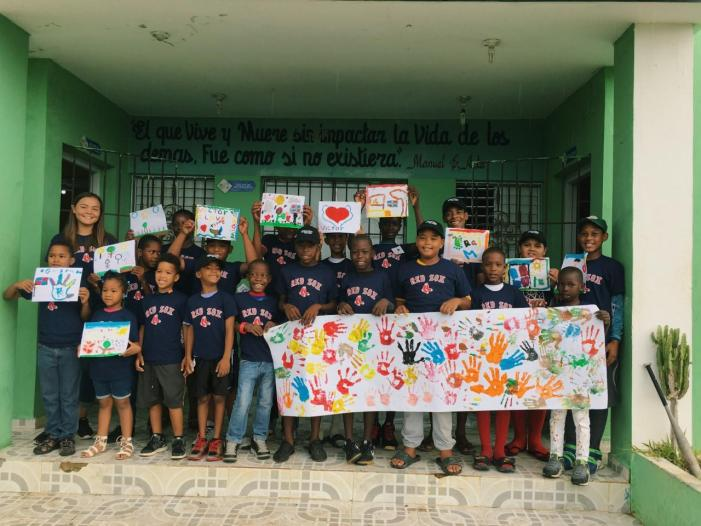 Keila McCabe '20 teaches art in the Dominican Republic