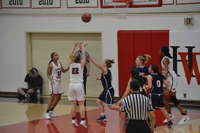 Girls' basketball defeats Alemany