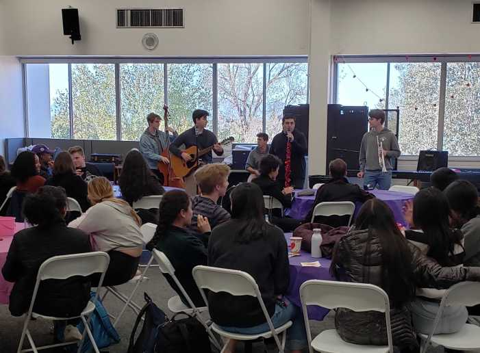 Students perform at Valentine's themed Coffeehouse