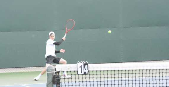 Boys' tennis undefeated at League Prelims