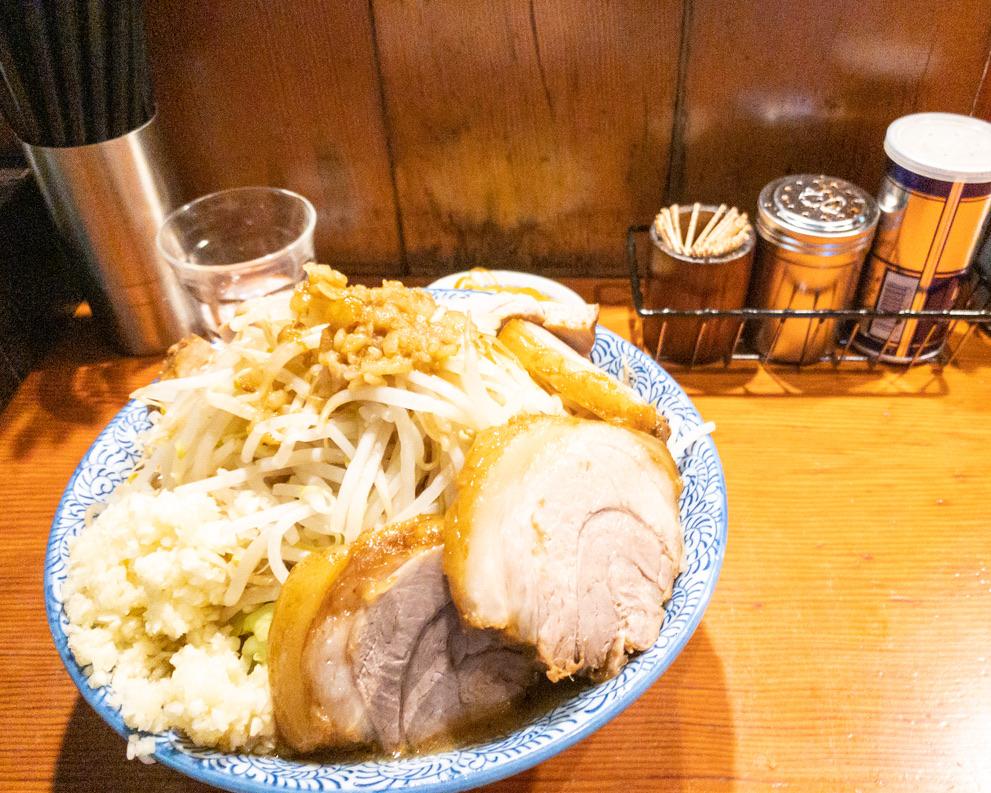 大ラーメン・野菜ニンニク増し・アブラちょい増し・カラメ・豚増し