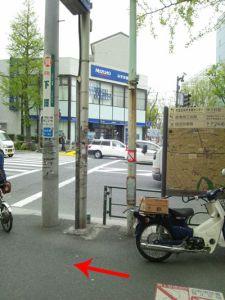 1番出口をでて、左に青梅街道沿いに進みます