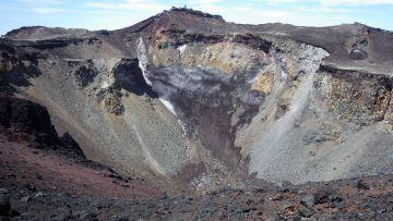 噴火口を見る