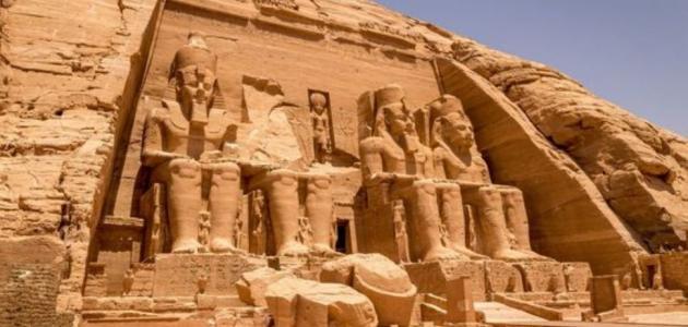 """""""هنا"""" برجراف عن الاماكن السياحية فى مصر باللغة الانجليزية"""