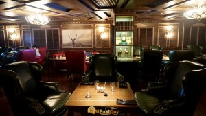 Cozy and Luxurious - The Highlands - Whisky Club