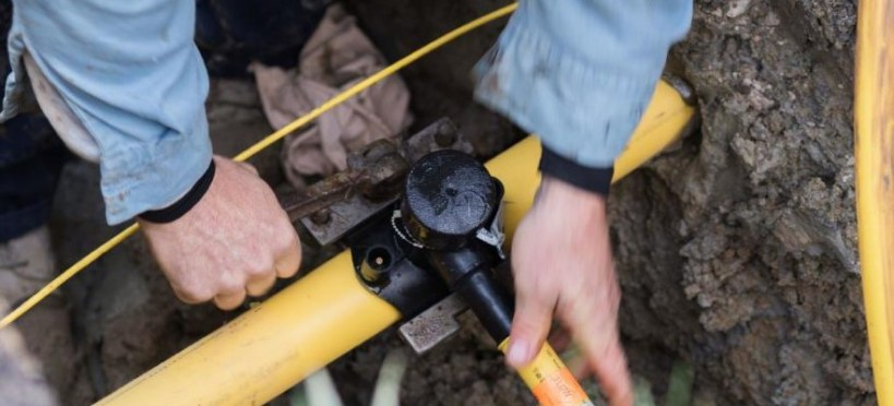 Tapping into a gas street main to supply a large house of town block