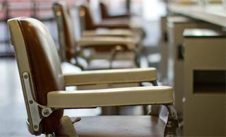 louer un fauteuil dans un salon de coiffure