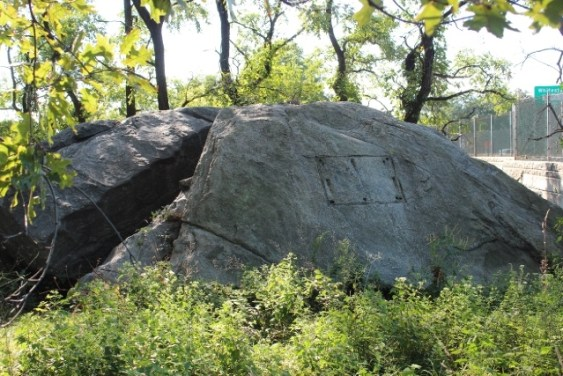 Split Rock. In 1911 a bronze tablet was placed, but unfortunately stolen (see above)