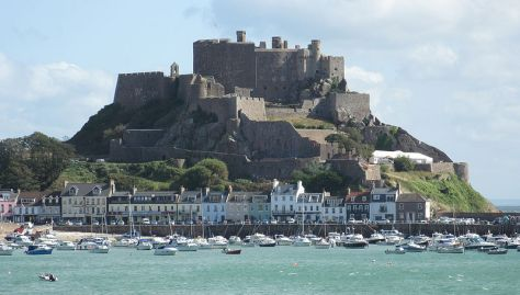 Mount Orgueil from the south – the castle is located overlooking the harbor of Gorey. The site had been fortified in the prehistoric period, but the construction of the castle was undertaken following the division of the Duchy of Normandy in 1204. The castle was first mentioned in 1212. (photo by Man Vyi, 2009)