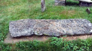 """Thomas Minor's """"wolf stone"""" marker in Wequetequock cemetery."""