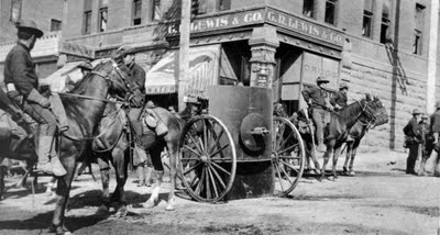 Colorado National Guard is posted with shielded Gatling Gun in front of the Mining Exchange Building on Bennett Avenue in Cripple Creek during Western Federation of Miners strike in 1903. (Western History / Genealogy Collection, Denver Public Library)
