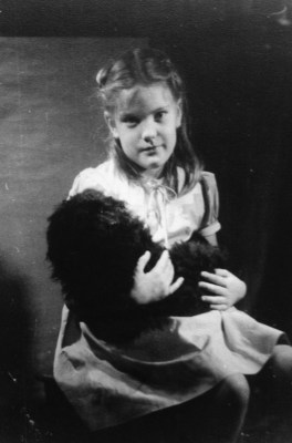 "Penny Walholm & ""Pompey"" (October 1948)"