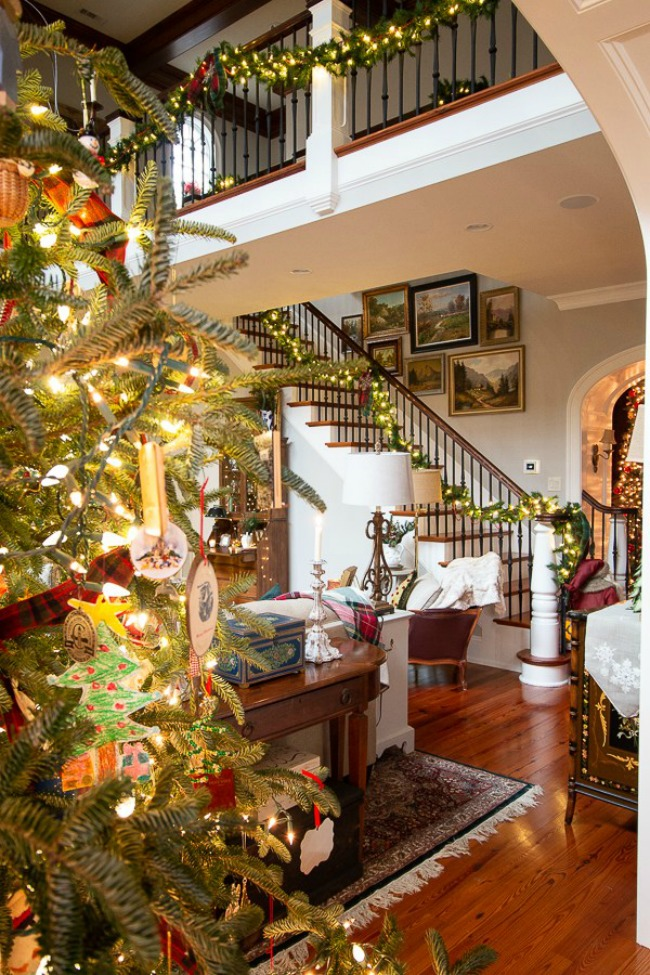 Christmas Family Room - Our Southern Home