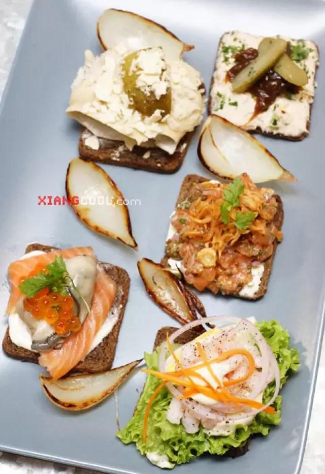 Shucked Oyster Bars Smørrebrød