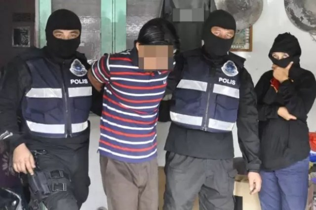 One of the seven suspected IS militants detained by police. (Source: The Star Online)