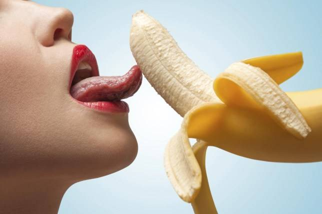 6 Proven Foods You Should Eat Before A Mind-blowing Threesome