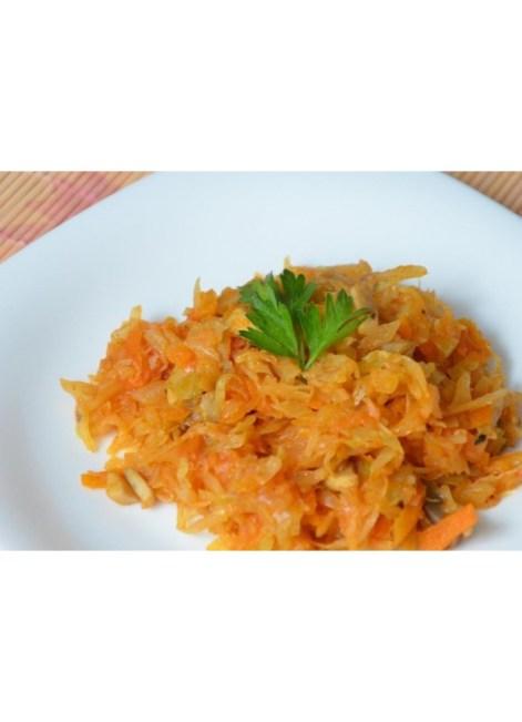 Свинина вырезка с тушеным капустным салатом и грибным соусом