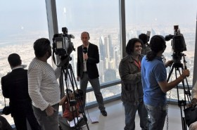 Reporter clammor for shots from the observation deck at the Burj Khalifa (via Spiegel Online)