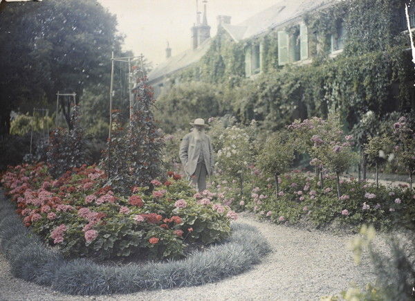 Monet in front of his house at Giverny, 1921