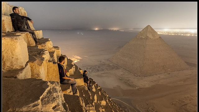 Russian photographers atop the Great Pyramid of Giza (All pyramid images via Gawker)