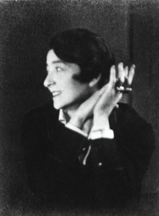 Portrait of Eileen Gray (courtesy Centre Pompidou)