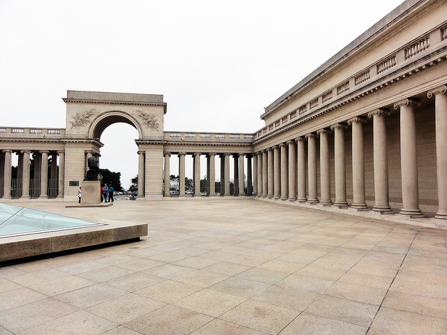 The Legion of Honor, the second museum that comprises the Fine Arts Museums of San Francisco (image via Omar Omar's Flickrstream)