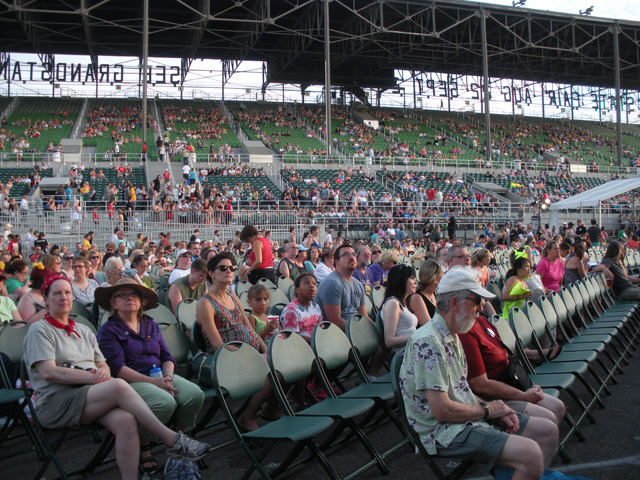 The Grandstand filling up with people early in the night (all photos by the author for Hyperallergic)