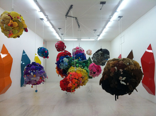 """Mike Kelley, """"Deodorized Central Mass with Satellites"""" (1991/1999)"""