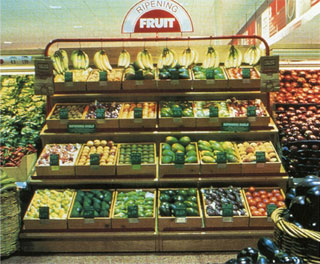 A Glaser-designed ripening stand at a Grand Union grocery store (via miltonglaser.com)