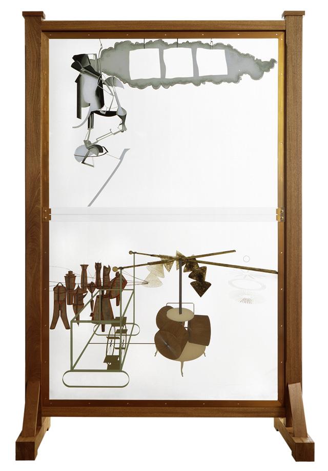 """""""Le Grand Verre (La Mariée mise à nu par ses célibataires, même.)"""" (1915 – 1923 / 1991 – 1992), 2ème version Huile sur feuille de plomb, fil de plomb, poussière et vernis sur plaques de verre brisées, plaques de verre, feuille d'aluminium, bois, acier Moderna Museet, Stockholm © succession Marcel Duchamp / ADAGP, Paris 2014"""