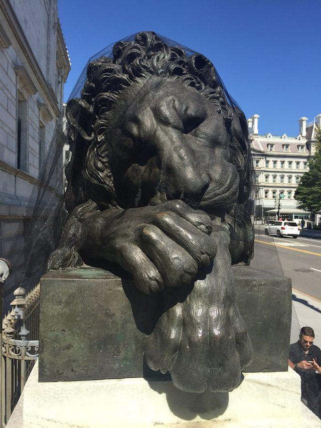 Grieving Canova lion by David Mordini