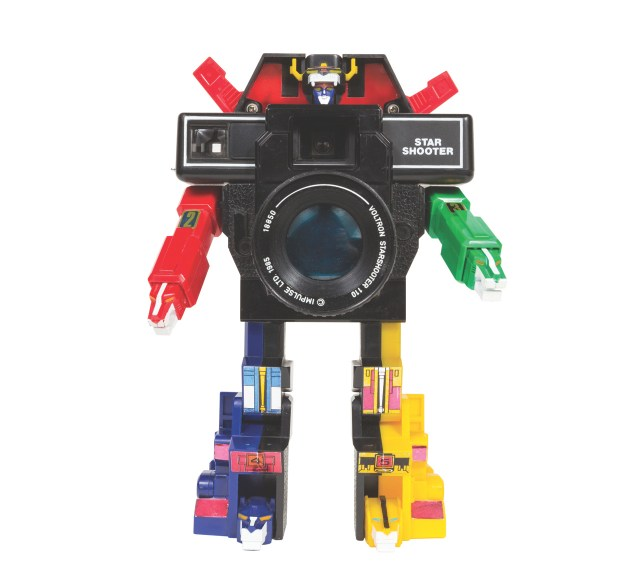 Voltron Star Shooter Camera Manufactured in Macau for Impulse Ltd. Year: 1985. Film: 110.