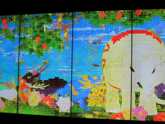 teamLab (est. 2001), United, Fragmented, Repeated, and Impermanent World, 2013. Interactive digital work, 8 screens; endless, 9:16; sound by Hideaki Takahashi. Courtesy of the artist and Pace Gallery.