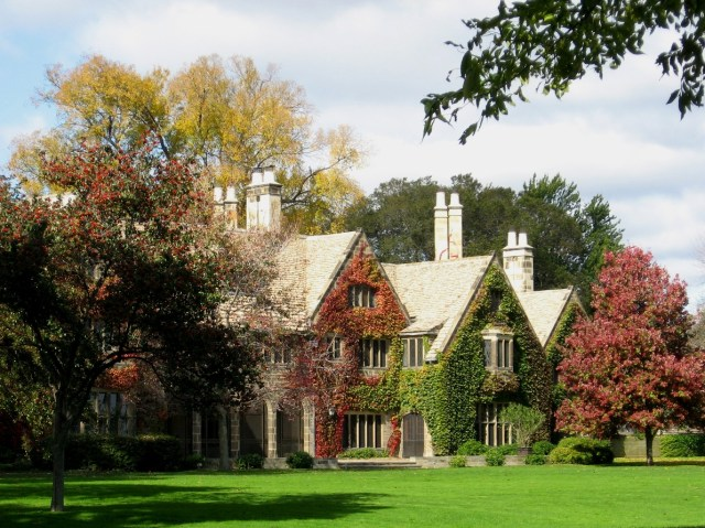 The exterior of the Edsel and Eleanor Ford House in Grosse Pointe Shores, Michigan (photo by Linda/Flickr)