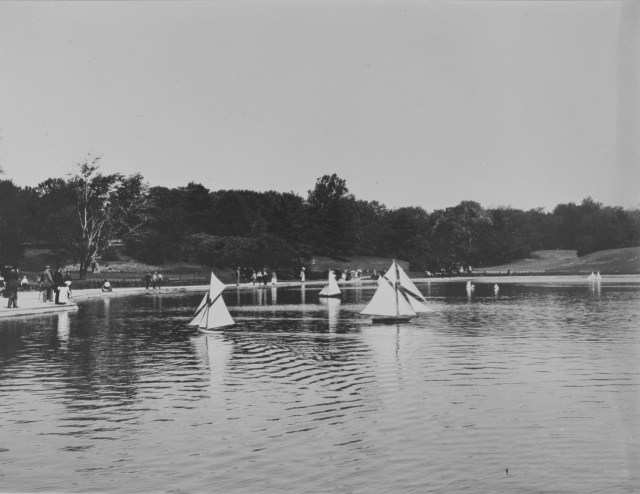 Central Park boating (1903) (via Thomas Warren Sears photograph collection, Archives of American Gardens)