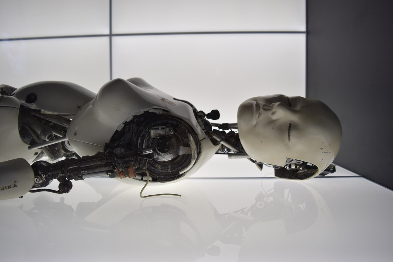 "Detail of one of Chris Cunningham's ""All Is Full of Love"" Robots (photo by Benjamin Sutton/Hyperallergic)"