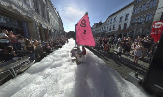 Boating on a bubble river in 'Mons Street Review'