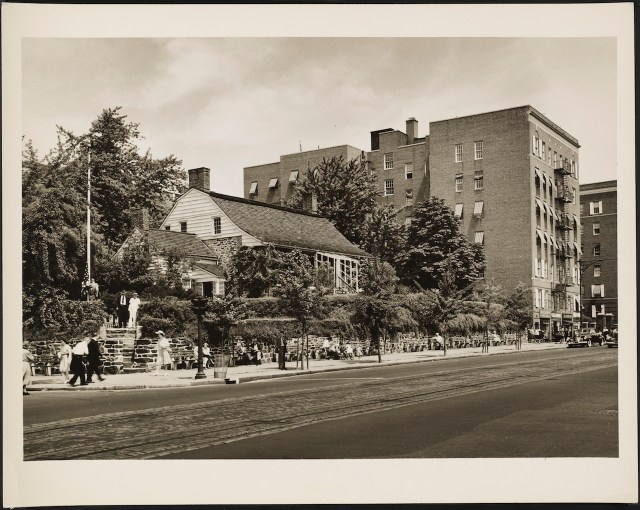 Dyckman House after restoration (1942) (courtesy Museum of the City of New York, Wurts Bros. Collection)