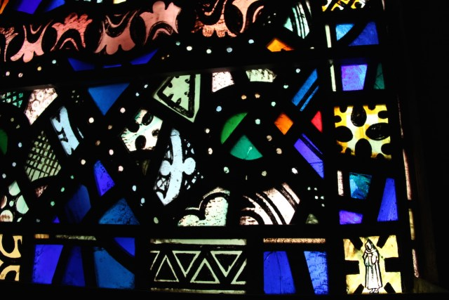 A window at St. Thomas Church that features the Whitefriar logo