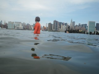"""Sarah Cameron Sunde,  research documentation of """"36.5 / a durational performance with the sea"""" (2015)  in New York City (photo by Marie Lorenz, courtesy the artist)"""
