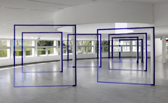 """""""Sept carrés pour sept colonnes"""" (2015) front view, installed in 1,000 square meter building Pavillon Paul-Delouvrier"""