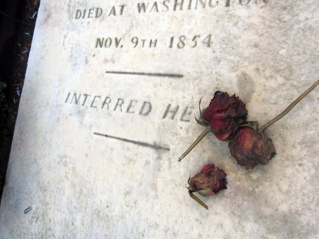 Grave of Eliza Hamilton (photo by the author for Hyperallergic)